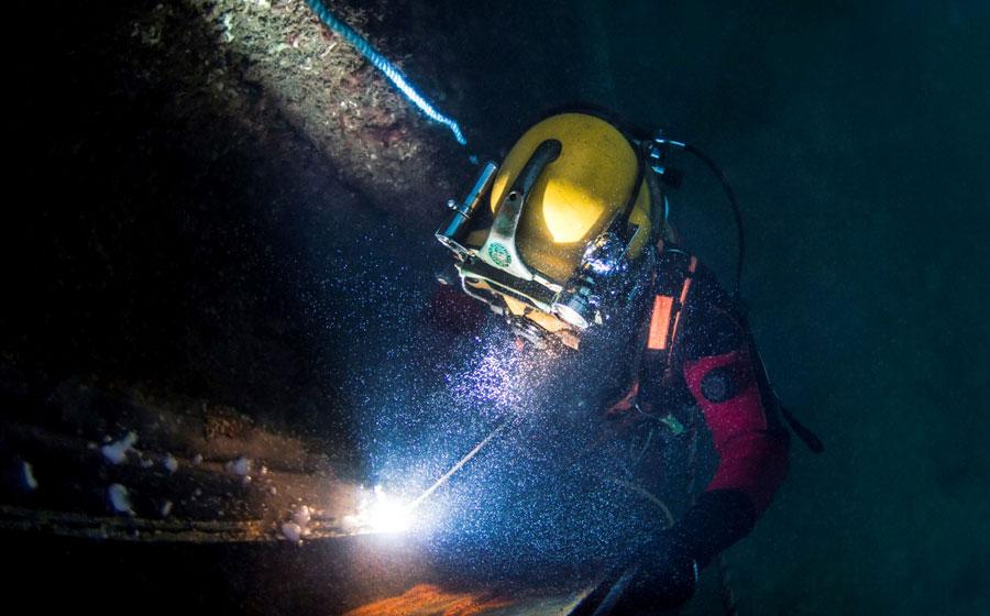 Ocean Kinetics commercial diver underwater welding