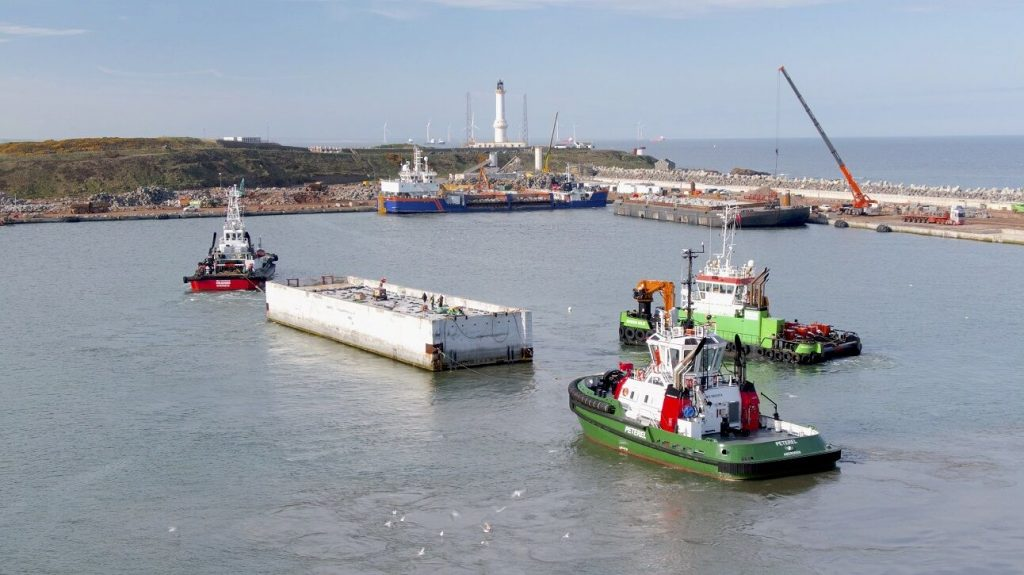 The caisson arriving at Aberdeen Harbour